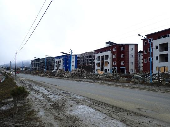Quartiers inachevés qui tombent en ruine à Ushuaia.