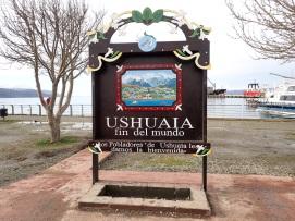 """Ushuaia, ville la plus australe au monde, joue beaucoup sur cette image de """"fin du monde"""" pour entretenir le tourisme."""