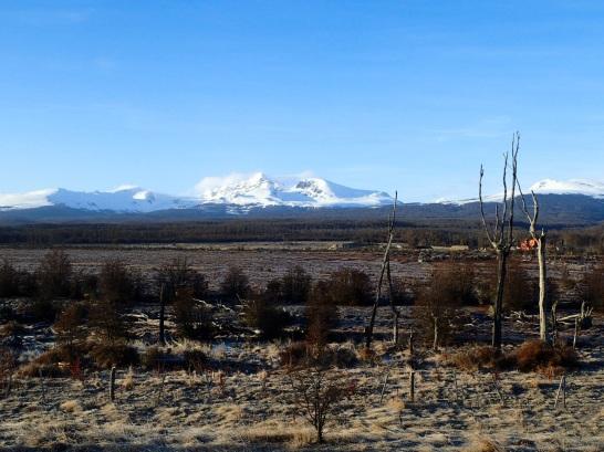 Vue sur les montagnes du Sud de la Terre de Feu, le long du Lac Fagnano