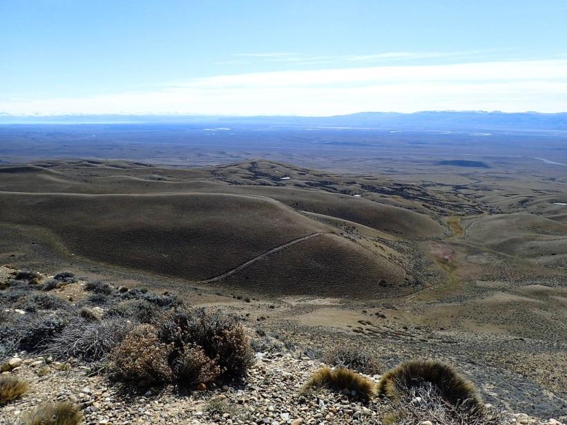 Le paysage s'ouvre sur une grande vallée, avec dans le lointain le Lac Argentino.