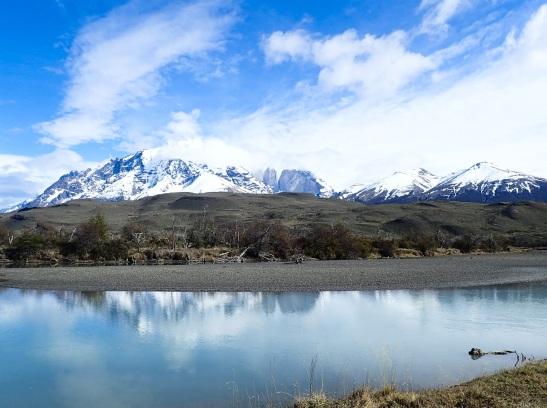 S'éloignant de Torres del Paine, ces montagnes restent longtemps dans mon champs de vision, comme un arrière-plan majestueux.