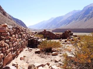 Tambo inca le long de la route internationale du Puente del Inca
