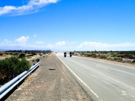 De nombreux motards parcourent cette route, probablement plus adaptée à ce type de moyens de transport qu'à la marche