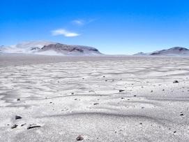Désert gris de pierre ponce, d'origine volcanique