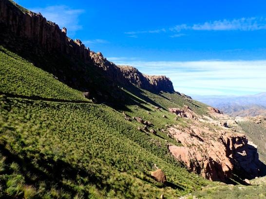 Ascension à flanc de montagne depuis le village Las Papas