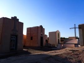 Chapelles monumentales dans le cimetière de Tinogasta
