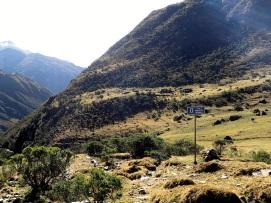 Dans cette région il est fréquent de trouver des ruines incas indiquées par un simple panneau comme celui-ci