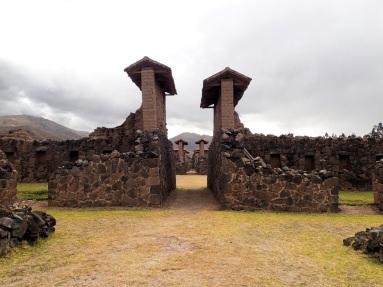L'allée principale du temple antique