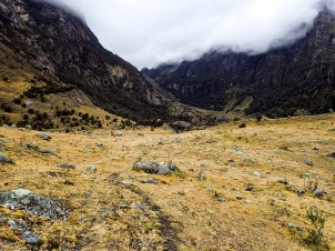 De nombreux endroits propices au camping au-dessus de Jancapampa