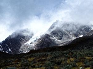 Vue sur les glaciers du Pucajirca Nord depuis le passage du col Yanacon