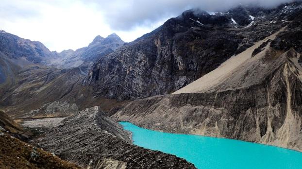 Le magnifique lac Jancarurish au pied de l'Alpamayo
