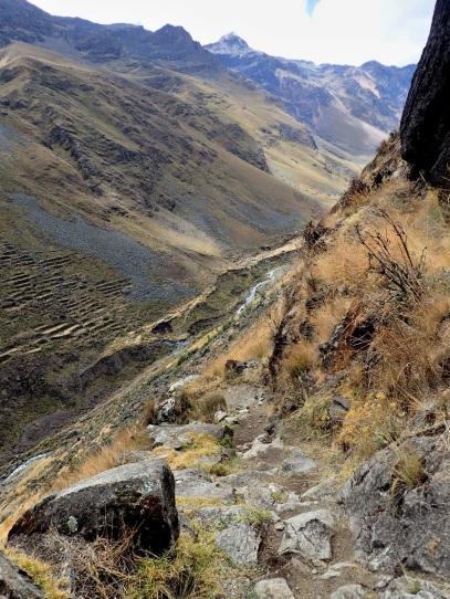 Montée abrupte vers le col Vientunan par un chemin pré-colombien