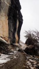 Descente du col Osoruri par une vire a flanc de montagne apres la centrale hydrologique