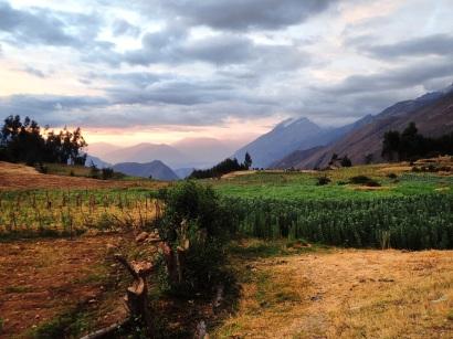 La campagne a proximité de Hualcayan au coucher du soleil